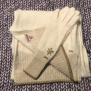 Juicy couture scarf and gloves set